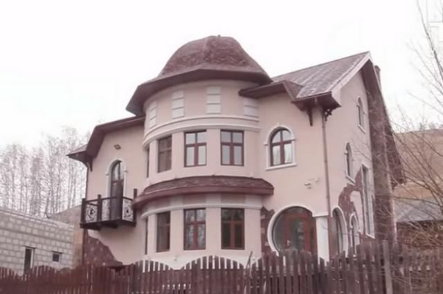 Обвинение владелице дома пока не предъявлено