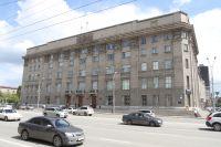 В департаменте образования мэрии Новосибирска сообщили, что погибшая девочка жила в полной семье с мамой и отчимом, также в семье есть еще один ребенок 2015 года рождения.