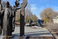 В Оренбурге депутаты горсовета присоединились к осенней общегородской уборке.