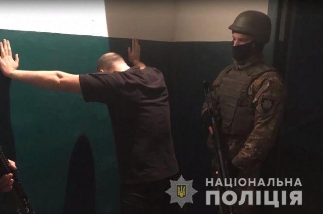 Под Киевом в подвале полицейские организовали подсудимым место для банкетов