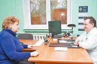 Доктор Шавхалов не только занят административной работой, но и готов обсудить с жителями медицинские вопросы.