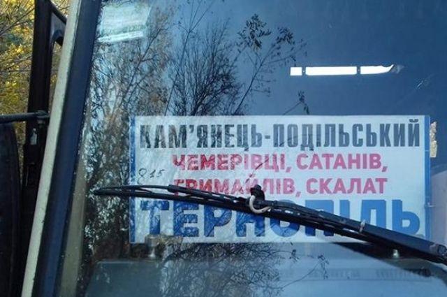 Выпала из окна: под Тернополем девочка погибла, выпав из автобуса