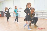 По словам педагога, чем раньше начать обучать ребёнка танцам, тем больше вероятность того, что он достигнет больших успехов в хореографии и сможет заниматься танцами профессионально.