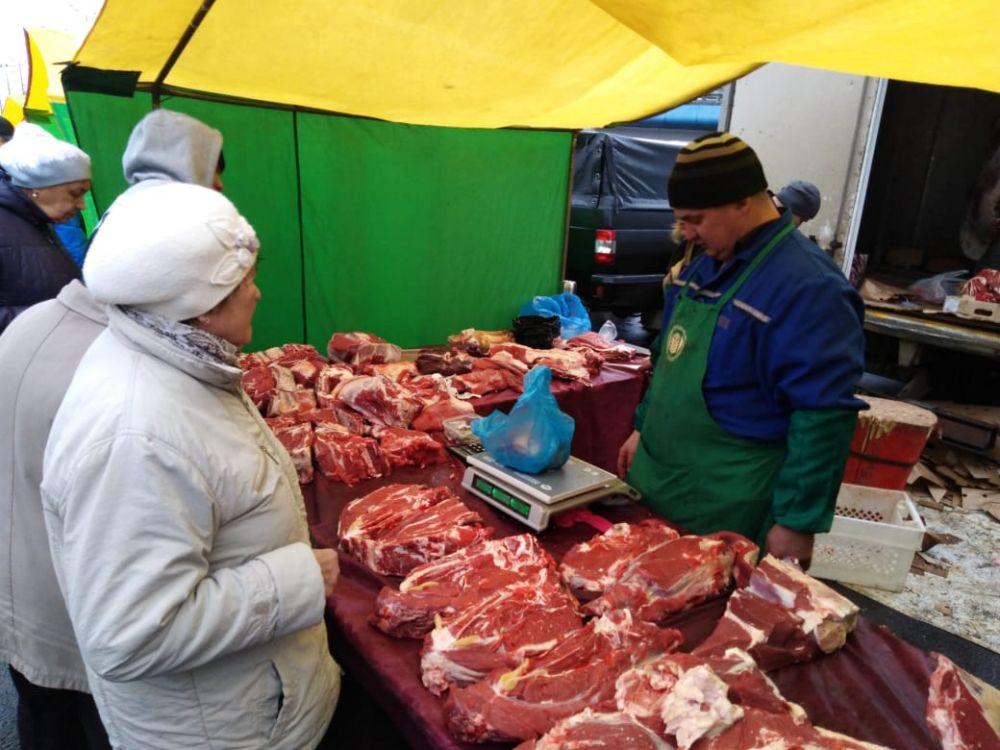За говядину просят 270-340 рублей.