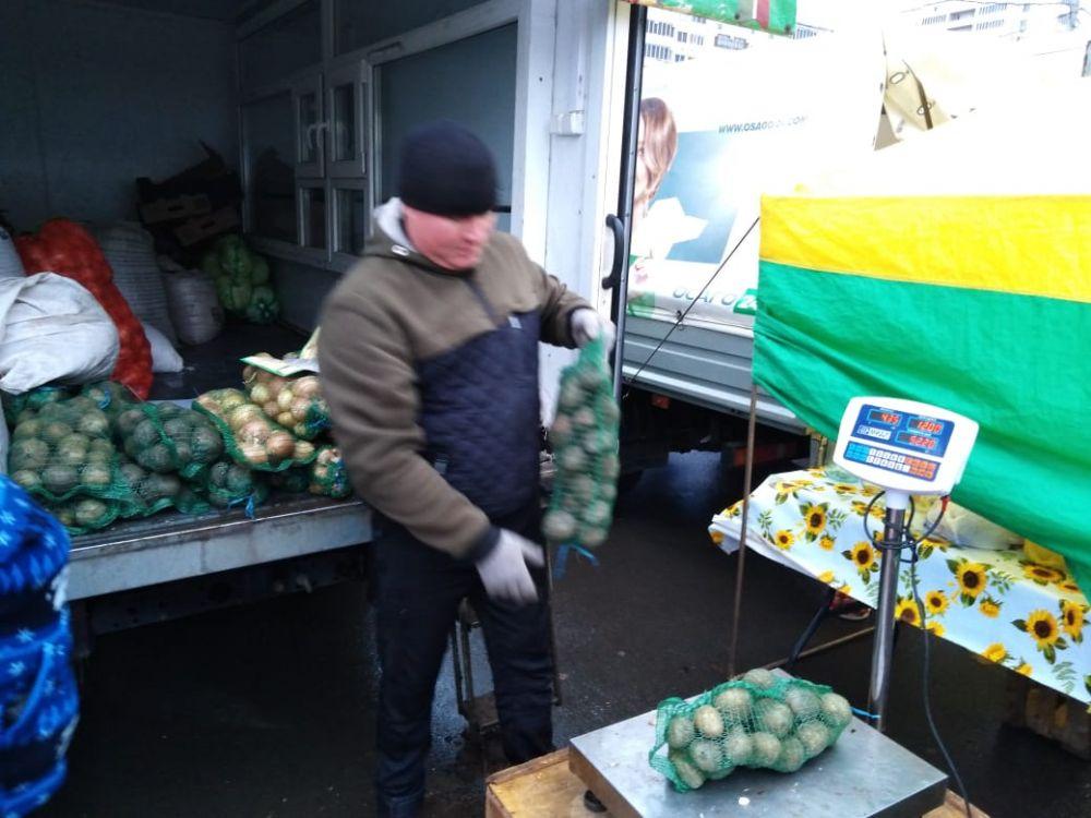 Килограмм картошки стоит 10 рублей.