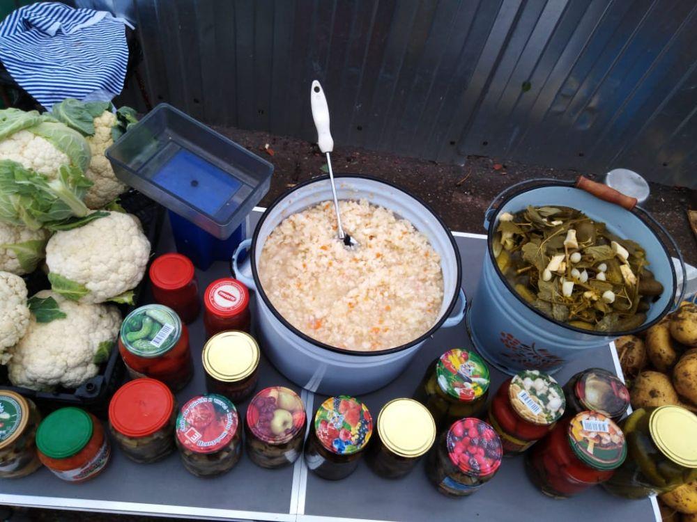За 150 рублей можно купить 1 кг. квашеной капусты или 1 кг. солёных огурцов.