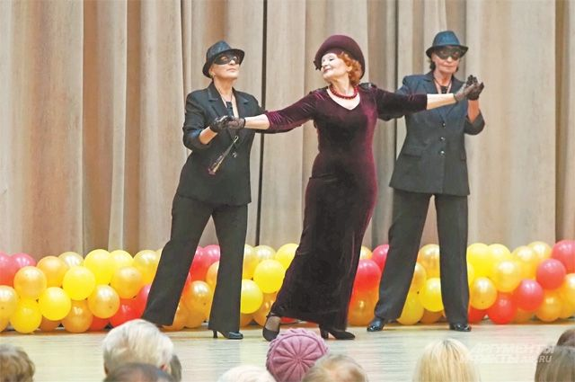 Костюмы для танцевального номера участницы «Московского долголетия» придумали исделали сами.