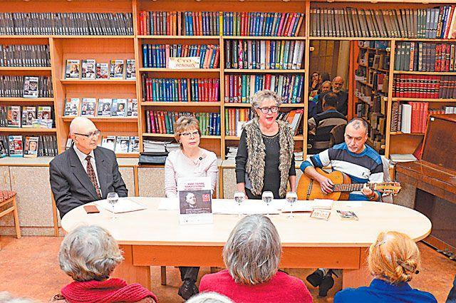 Во время вечера современные писатели и поэтесса читали стихи Иосифа Бродского.
