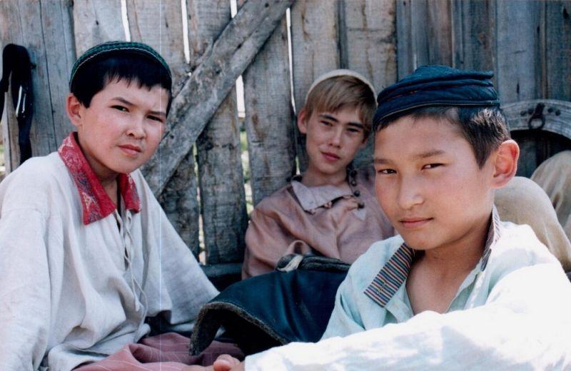 Фильм по повести «Долгое-долгое детство» был выпущен в 2005 году киностудией «Башкортостан», режиссёр-постановщик Булат Юсупов. Он задумал этот проект еще в 1996 году, но из-за нехватки финансирования реализация затянулась на 9 лет.
