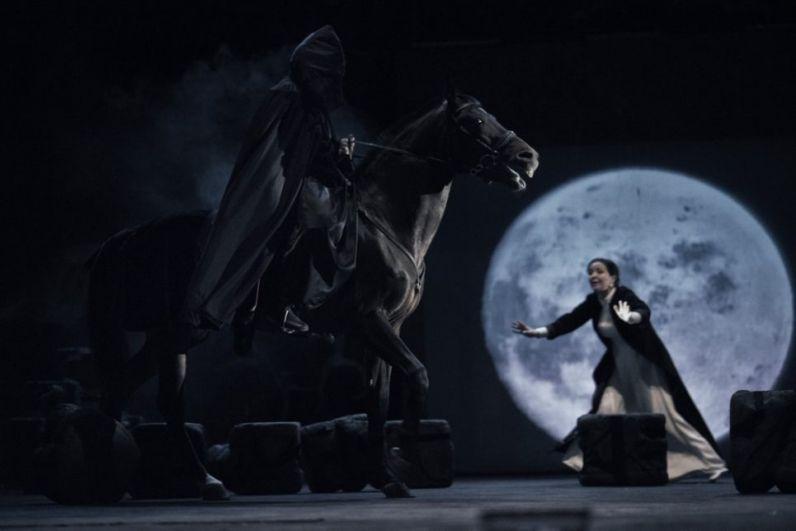 Самая знаменитая пьеса – «В ночь лунного затмения». Является рекордсменом по количеству сценических воплощений. Эту драму ставили свыше ста театров России и стран ближнего зарубежья. Это история двух влюбленных, которые пошли наперекор обычаям.