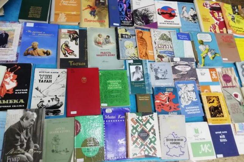 Мустай Карим опубликовал более ста поэтических и прозаических сборников, свыше десяти драматических произведений.