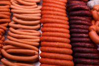 Почти семь килограмм сосисок разных видов были непригодными для продажи.