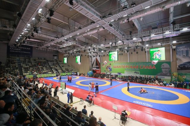 В соревнованиях приняли участие около 200 атлетов.