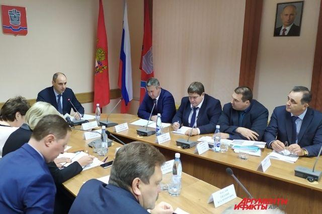 В Новотроицке Денис Паслер обсудил развитие и проблемы ТОСЭР.