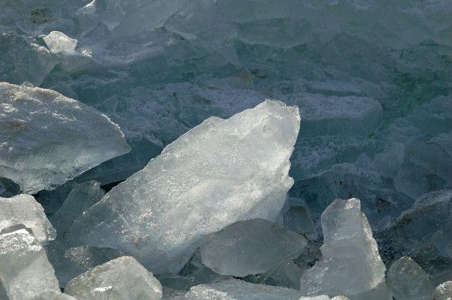 В Салехарде у водных объектов установили знаки, запрещающие выходить на лед