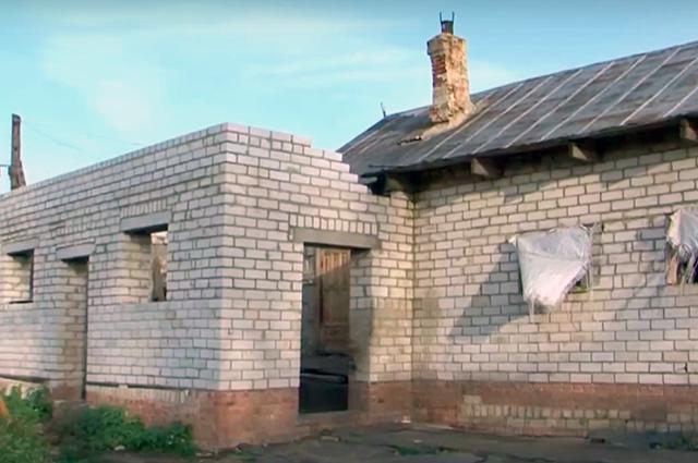 Дом, в котором жила семья девочки, в Орловской области.