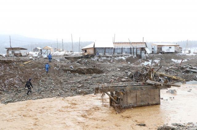 Спасатели работют в зоне до 1200 метров от реки Сейба.