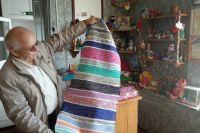 Такие половики самостоятельно ткут работники Называевского историко-краеведческого музея.