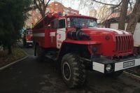 Три человека успели покинуть горящее здание до прибытия пожарных.