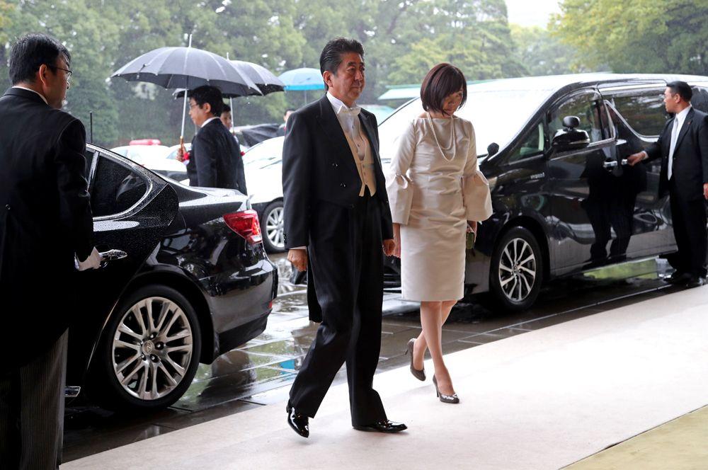 Премьер-министр Японии Синдзо Абэ с супругой Аки Абэ.