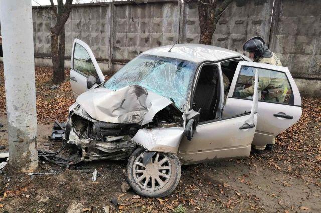 В Ижевске 20-летний водитель на «Ладе Гранте» врезался в столб