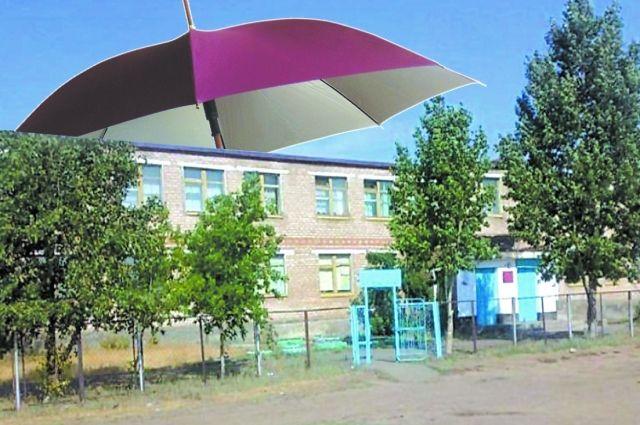 Отремонтированная в 2016 году кровля в Ащебутакской школе не выдержала осеннего дождя.