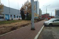 Многие пермяки удивились и возмутились, увидев фонарные столбы посередине тротуара на открывшемся после реконструкйии участке улицы Революции.