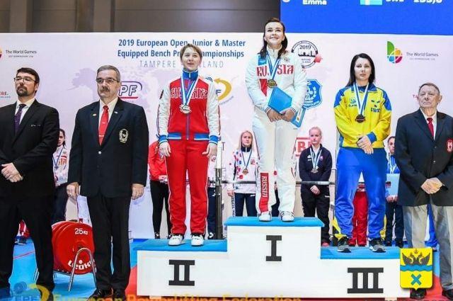 Общий результат оренбургской спортсменки - 147,5 килограммов.