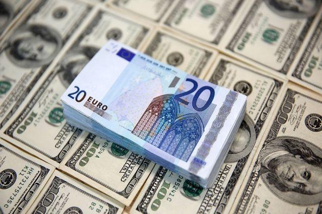 Курс валют на 23 октября: курс доллара резко упал
