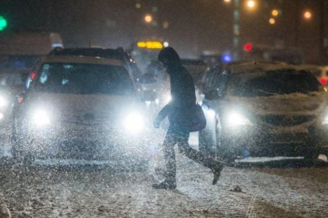 При снегопаде необходимо выбирать адекватную скорость и избегать резких маневров.