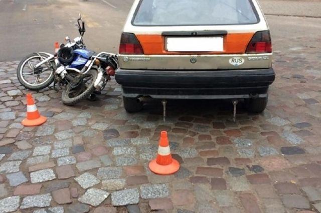 Водитель скутера пострадал из-за невнимательности автомобилиста