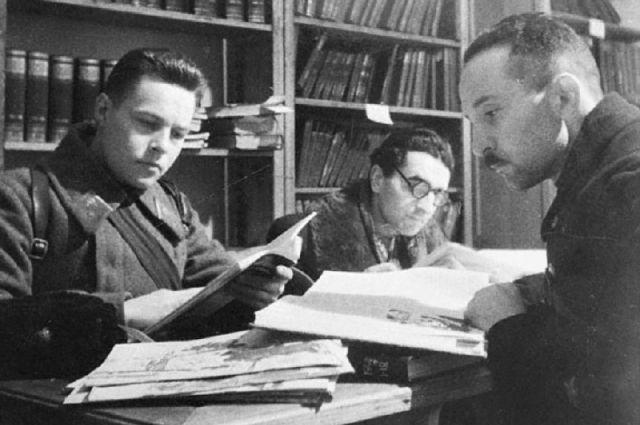 Ленинградцы не чувствовали себя пассивными жертвами. Несмотря ни на что, они писали и читали книги, занимались наукой, изобретали. Работали театры, школы, предприятия. Это была активная защита, оборона, а затем наступление и победа.