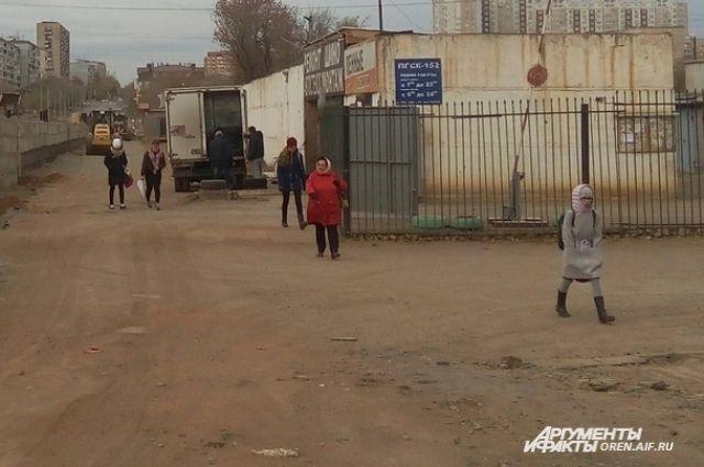 Оренбуржцев призывают сообщать об опасных для школьников дорогах.