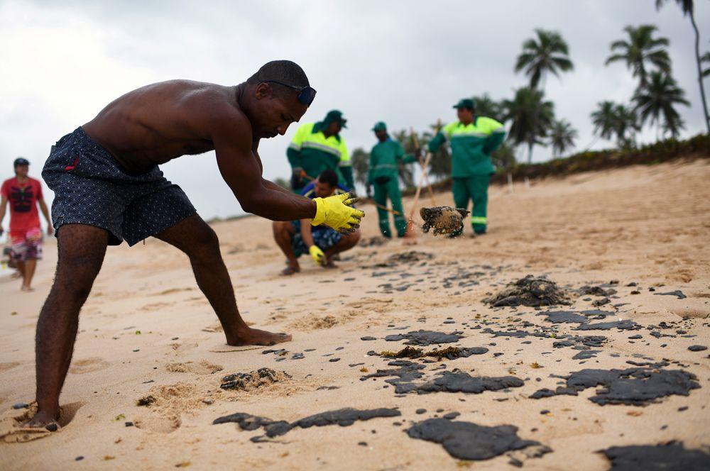 Крупный разлив нефти в Бразилии photo