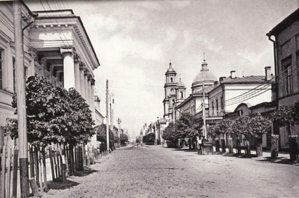 Казанский университет (ныне КФУ) на Воскресенской (Кремлёвской).