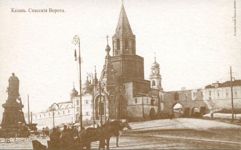 Площадь 1 Мая. Спасские ворота и памятник Александру II (сейчас на этом месте памятник Мусе Джалилю).