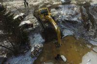 Сотрудники МЧС продолжают поисково-спасательные работы.