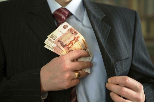 За покровительство бизнесмена чиновник потребовал 150 тыс. рублей.