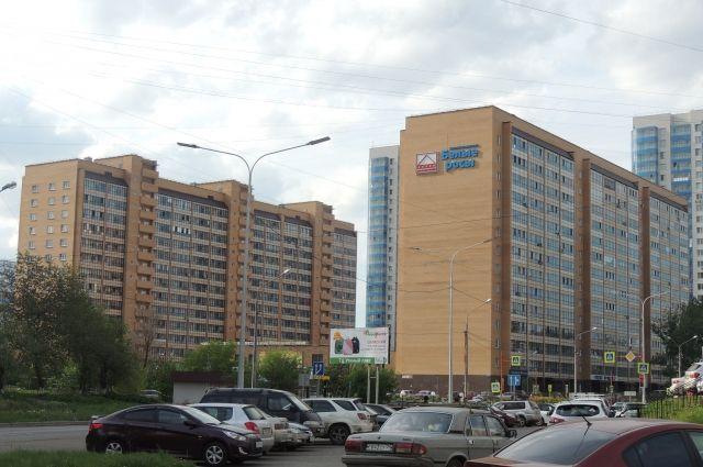Альтернативной дороги, чтобы добраться или выехать из Пашенного, нет.