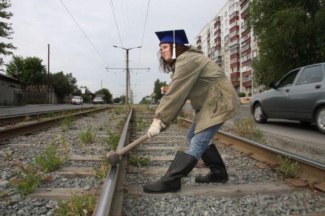 Если правильно выбрать профессию, то не окажетесь хоть и с дипломом, но с кувалдой на грубой физической работе.
