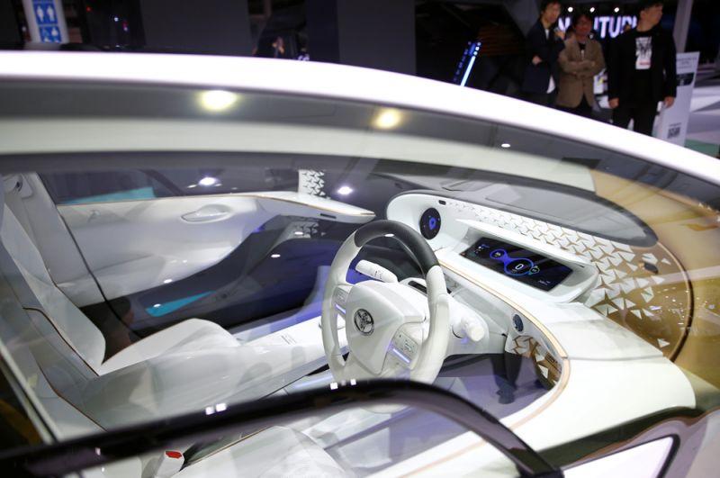 Интерьер электромобиля Toyota LQ.