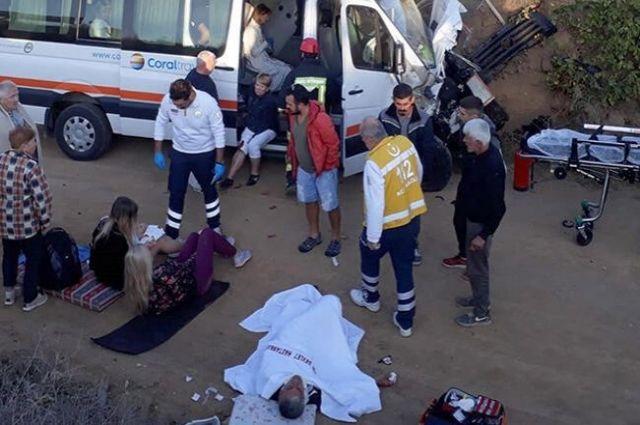 В Турции произошло ДТП с украинцами: пострадали 13 человек