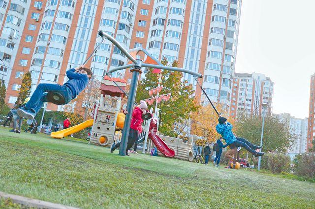 Юным жителям района очень нравится детская площадка с тарзанкой.