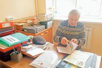 Пока у председателя совета ветеранов Котловки есть время разобрать архивы и книги…
