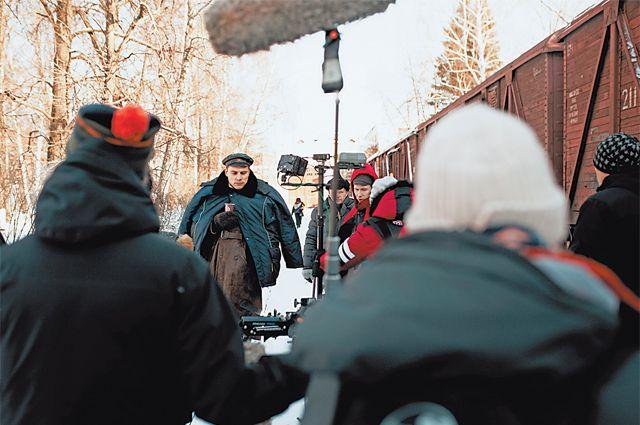 Поезд-теплушку, накотором герои отправились вссылку, снимали вфеврале 2019 года наперегоне РЖД Северное Бутово– Щербинка.