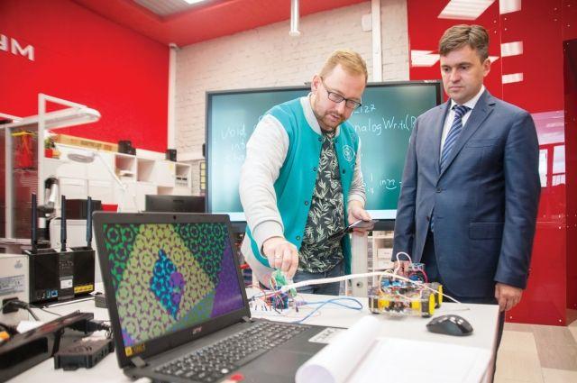 Лаборатория оснащена современным оборудованием и нацелена на то, чтобы студенты научились не только разрабатывать приборы в автоматическом режиме, но и изготавливать опытные образцы для предприятий по всей территории России.