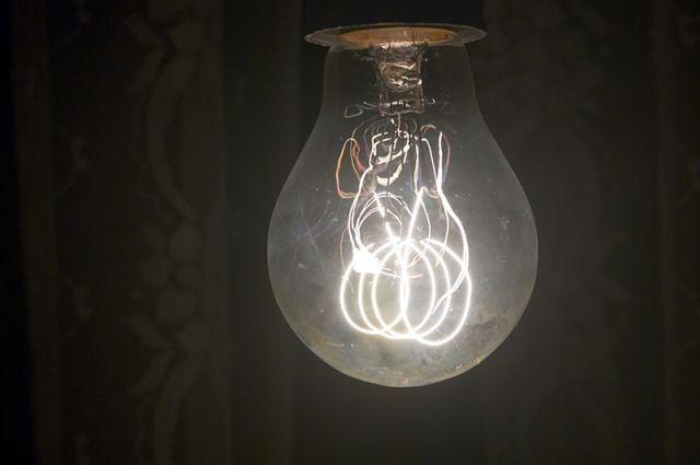 Во многих домах свет дали уже ночью.