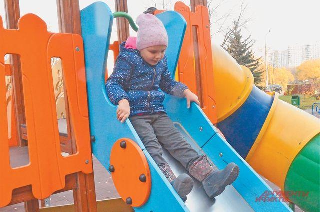 Помимо масштабного благоустройства Мещерского парка во многих дворах района поставили новые детские площадки.