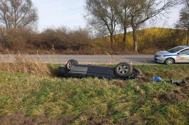 Автоледи, лишённая прав за нетрезвую езду, перевернулась в автомобиле