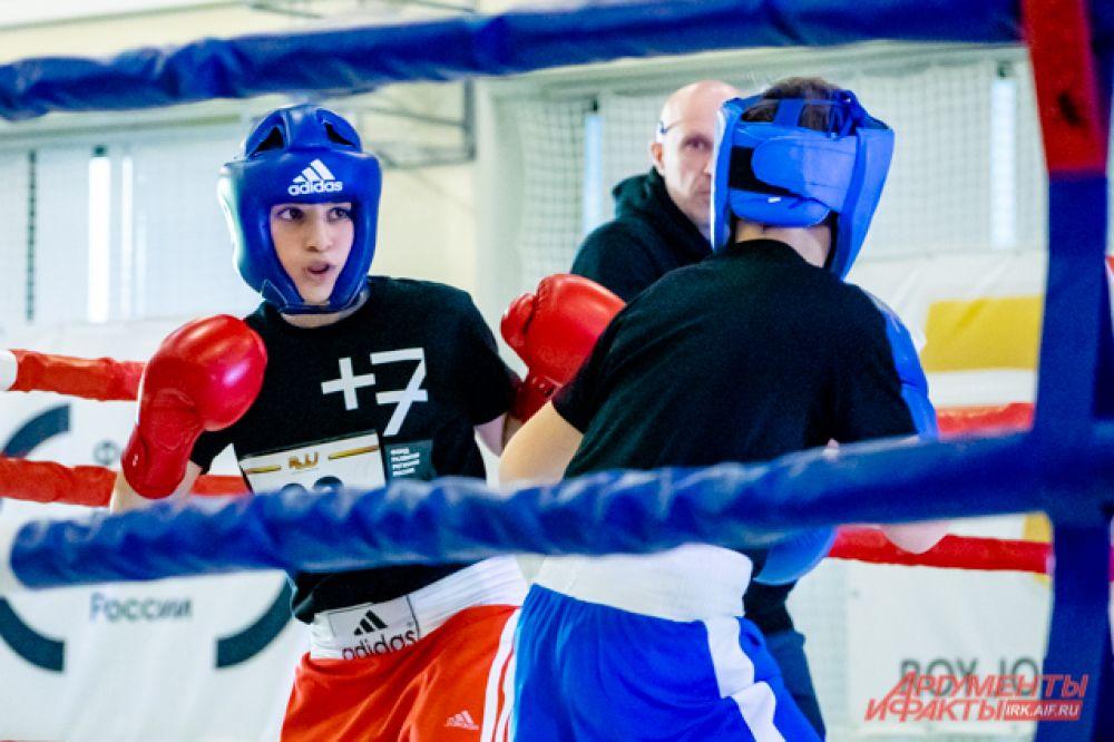 Другой боксёр, прошедший в финал – Глеб Муравский из посёлка Новая Игирма – говорит, что не был уверен в своей победе, и когда назвали его имя, испытал смешанные чувства